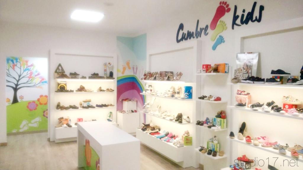 Restyling zapater a studio17 retail stands - Mobiliario de zapateria ...
