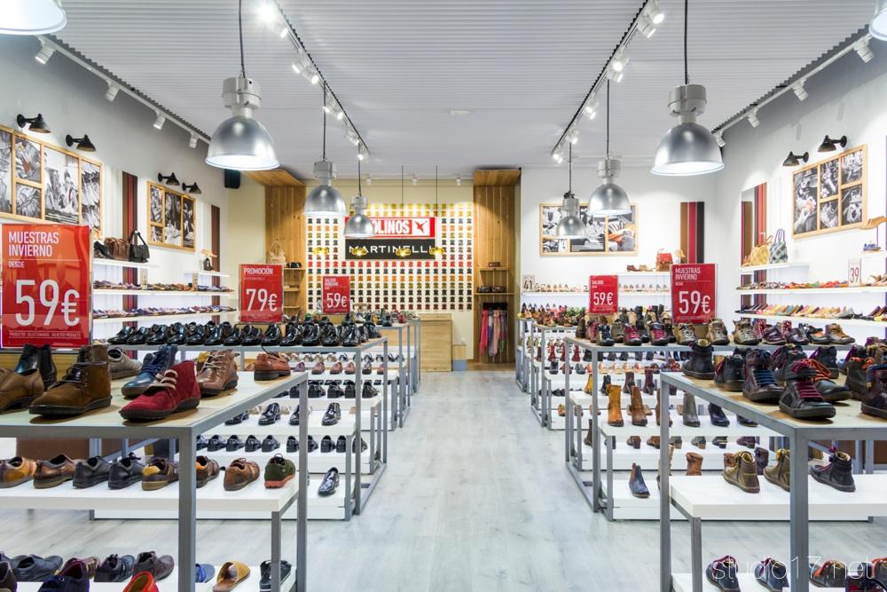 Interiorismo comercial studio17 retail stands - Nanos outlet las rozas ...