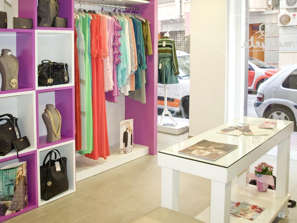 Mobiliario tienda de ropa good gndola central y mesa auxiliar para tienda de moda masculina - Muebles lucena liquidacion ...